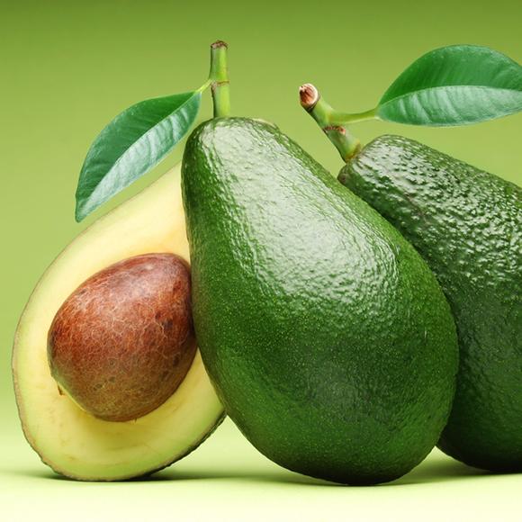 Abacate previne doenças cardiovasculares e controla o colesterol.