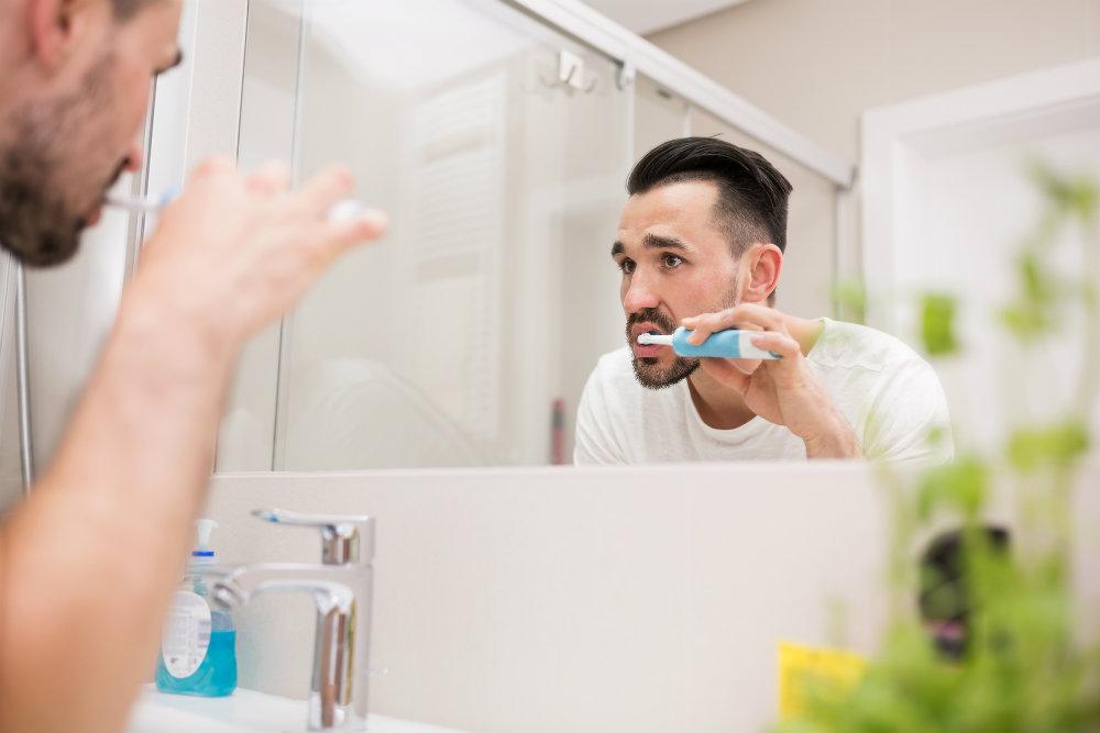 Qual a importância de fazer a higiene bucal noturna?